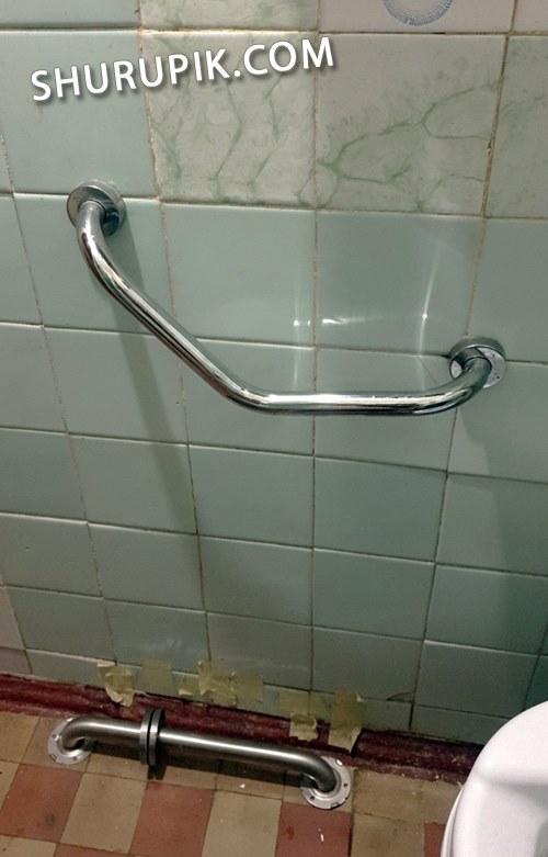 Установка металлических ручек на стену
